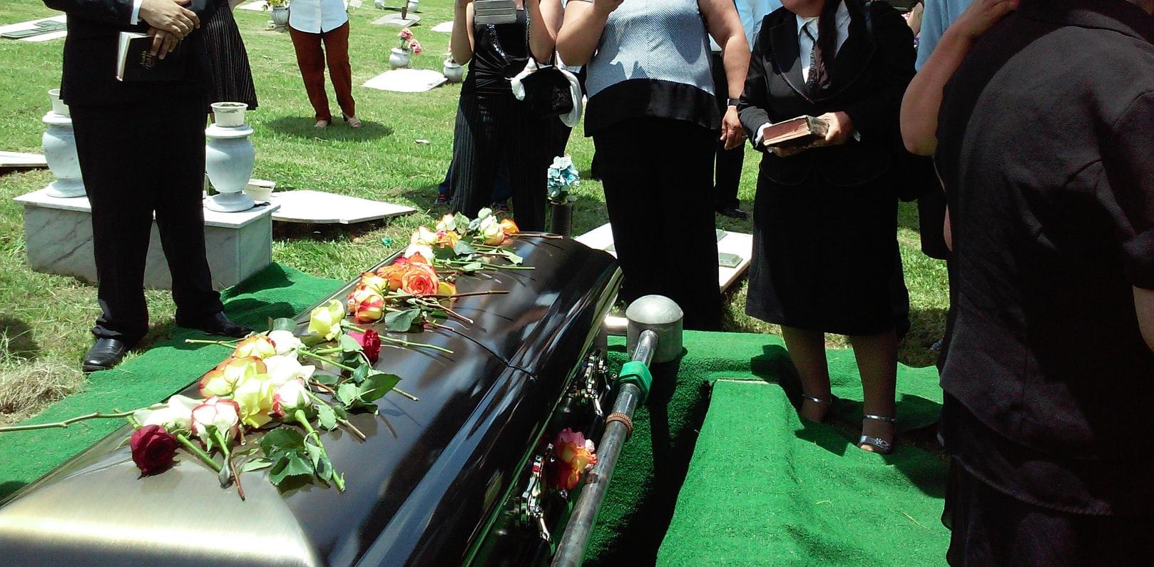 Comment personnaliser une plaque funéraire ?