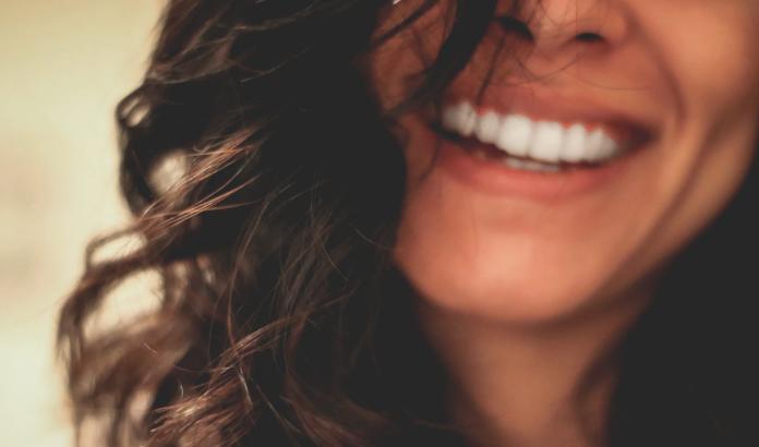 9 astuces contre les dents jaunes