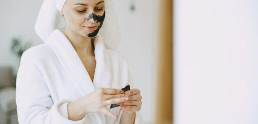 Comment éliminer les points noirs du visage efficacement?